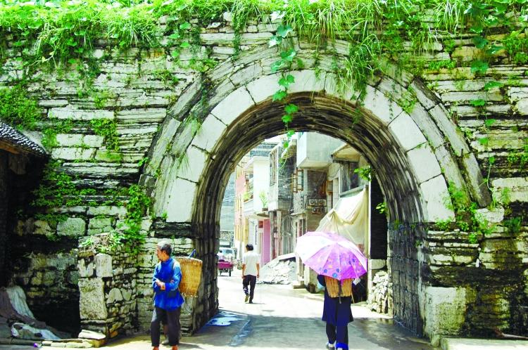 """黔西南:美丽乡村的""""石墙记忆"""""""