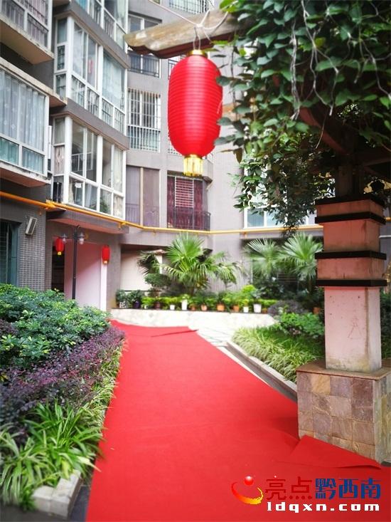国庆为业主铺60米长红地毯庆