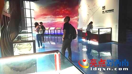 兴义:国家地质公园博物馆吸引众多游客参观