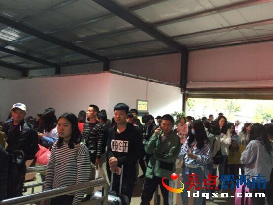 普安汽车站国庆假期迎来客流高峰 运送旅客18169人次