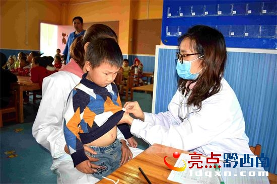 义龙新区鲁屯镇卫生院组织人员对1000余名儿童免费体检