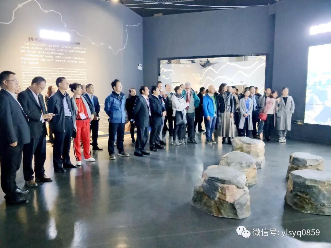 中意地质专家学者到义龙新区山地旅游博览馆感受山地运动魅力