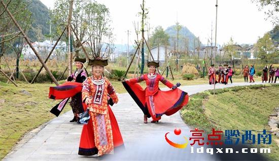 黔西南州老年摄影学会到兴仁、义龙开展采风活动欢度重阳节