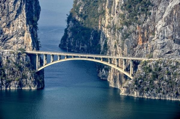 凌空飞渡 天堑通途 —— 盘点跨越黔西南州界的大小桥梁