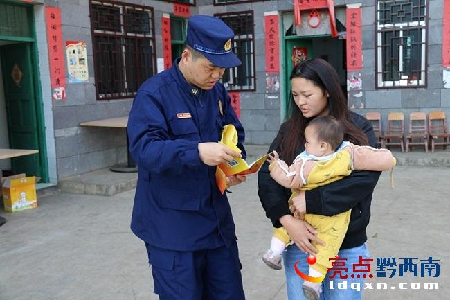 义龙:顶效消防深入辖区家庭住户开展消防安全宣传