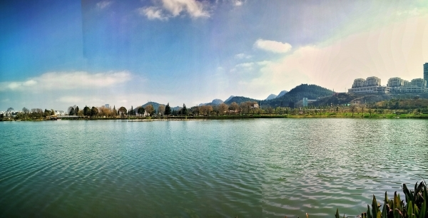 鲁布格深谷湖