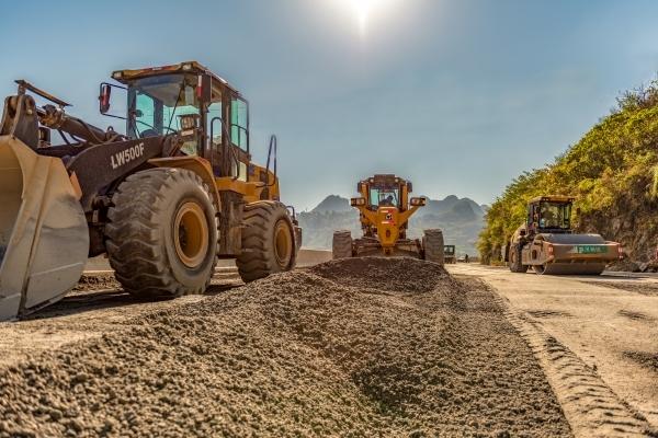 国道354线坝草至贞丰段公路改造工程总体形象进度完成98%
