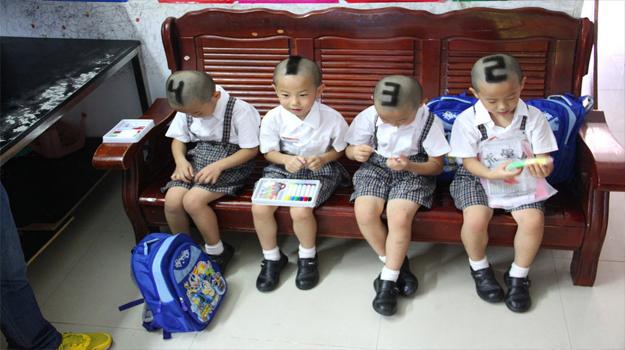 """深圳四胞胎编号""""1234""""去上学[组图]"""