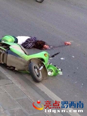 兴义三环发生惨烈车祸 死者大脑被压出 现场极度血腥