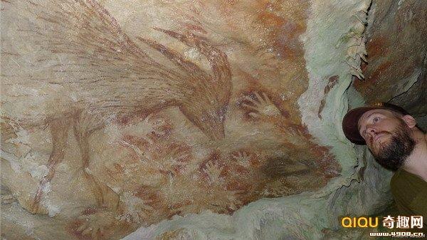科学家们近日发现一些年代最早的远古人类壁画