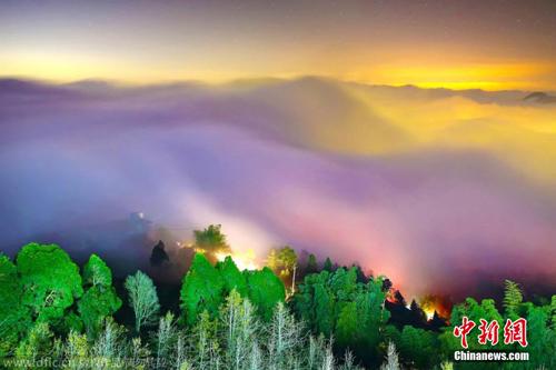 """台湾上空被""""七色云彩""""笼罩宛若仙境"""