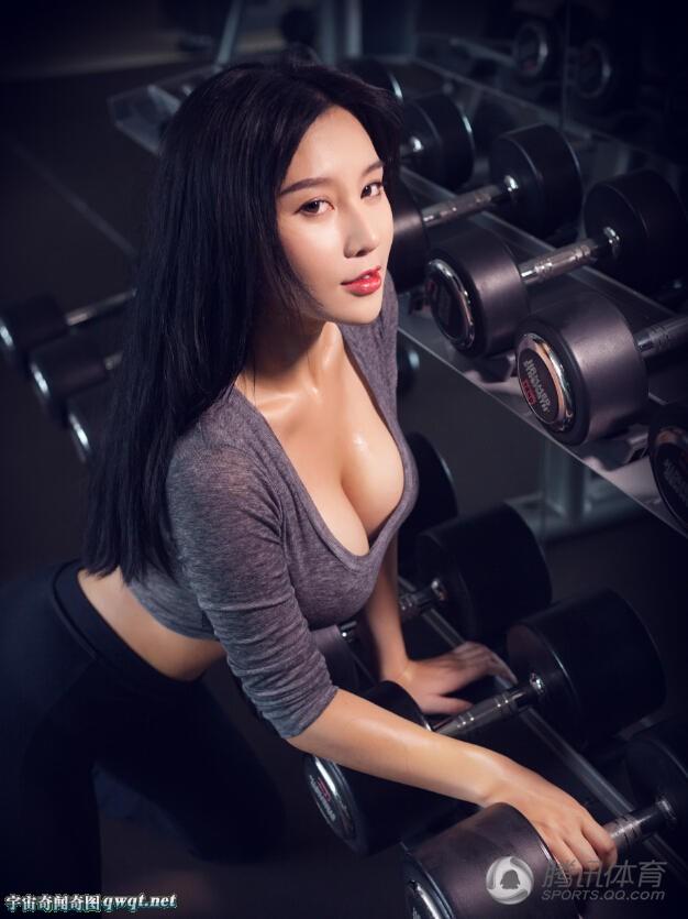 中国乳神完爆韩国最美女教师 竖