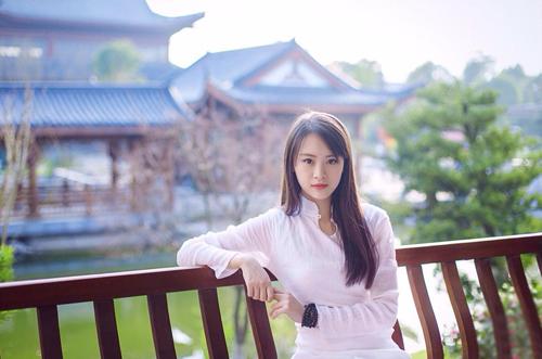 组图:中音校花潘杭苇秀古典美 称不爱做女神
