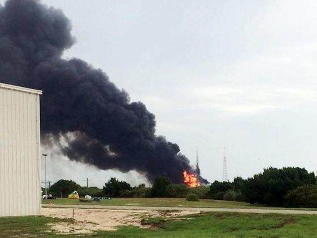Space X猎鹰9号火箭今晨进行点火试验时发生爆炸