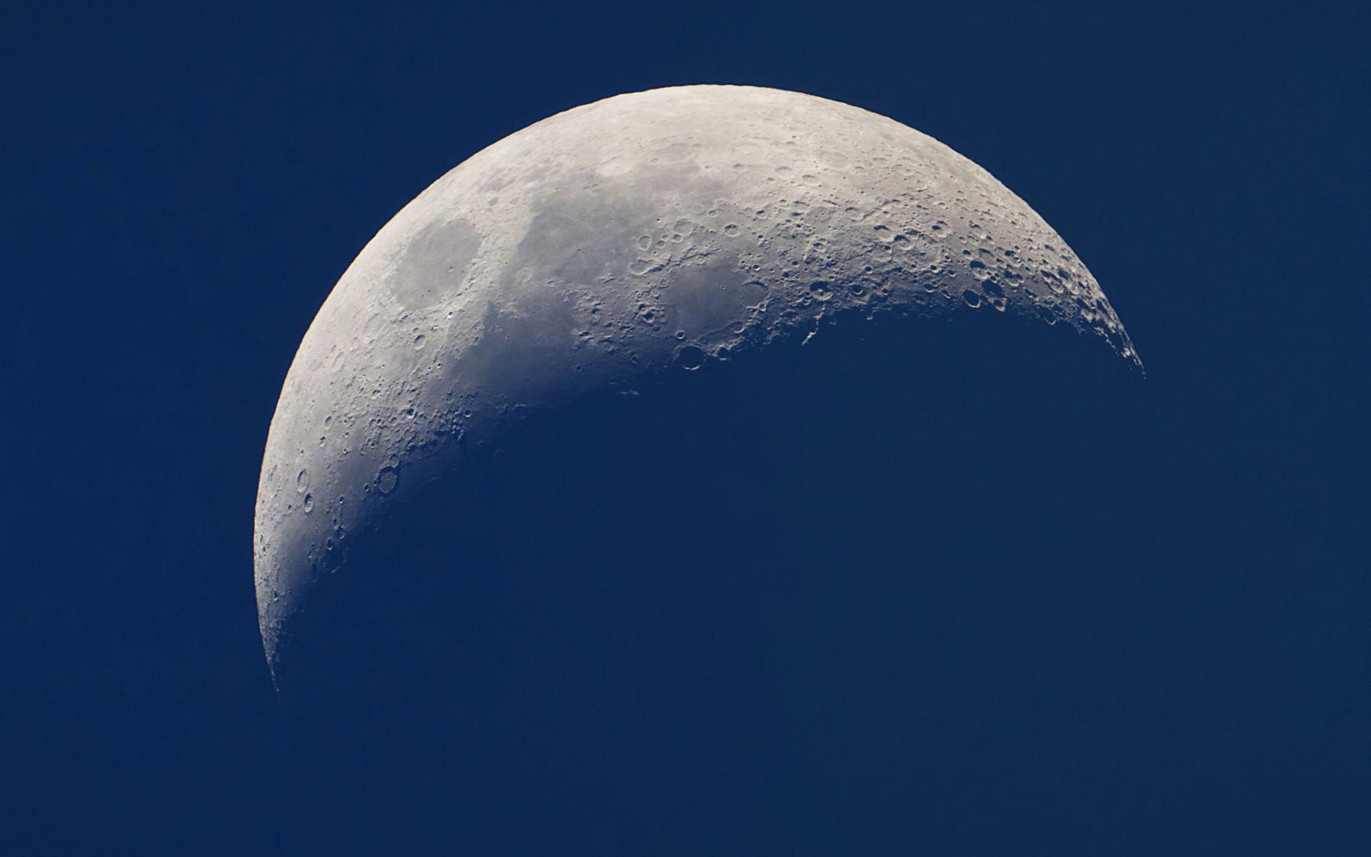 """天文爱好者们注意!""""超-超级月亮""""来啦"""