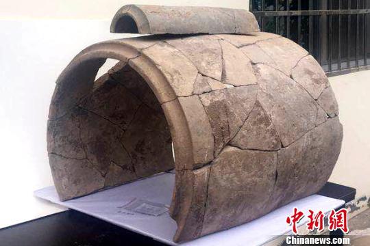 """陕西""""商鞅变法""""地发现目前最大古代筒瓦"""