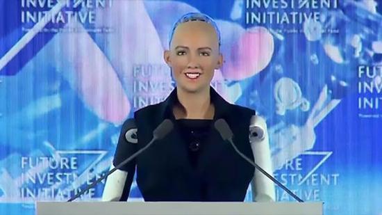 双语:全球首个机器人公民沙特诞生