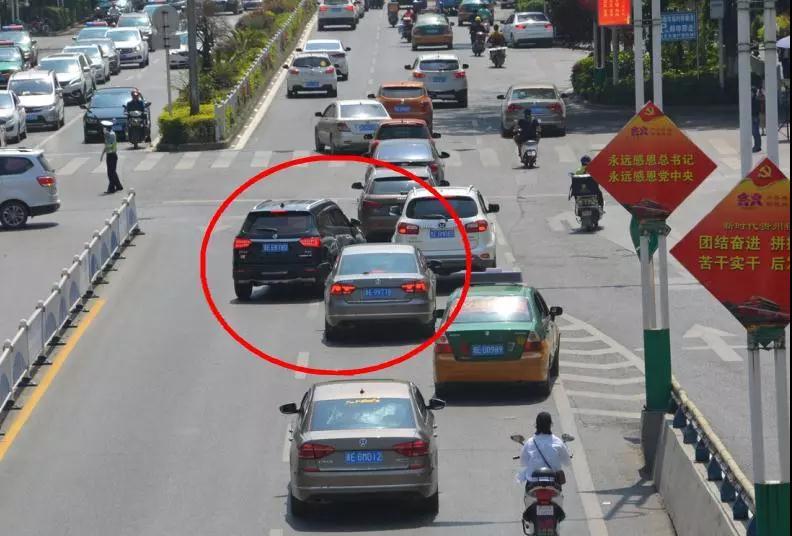 兴义遵义路司机加塞严重,老图纸很生气:该好意思中max车辆什么图片