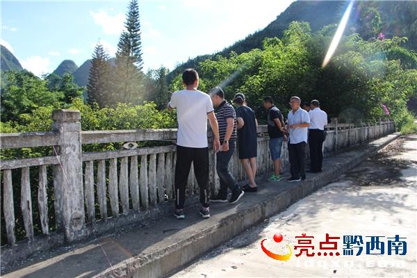 兴义市教育局副局长杜丽一行到丰都街道巡查马别河