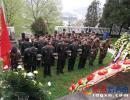 晴隆县人武部领导率队到烈士陵园瞻仰先烈祭扫墓地