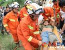 安龙:水泥罐车侧翻人员被困 消防紧急救援