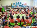兴义市向阳路中心幼儿园为60多个孩子举行集体生日会