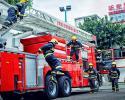 广西柳州消防拍形象海报 基层官兵秀肌肉